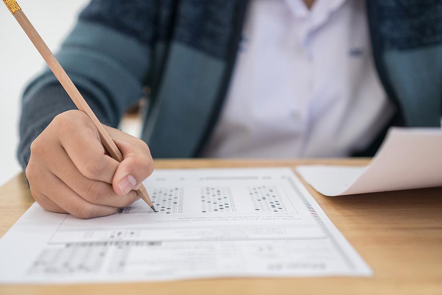 با کسب حداقل چه نمره ای از آزمون SAT می توانید وارد دانشگاه شوید؟